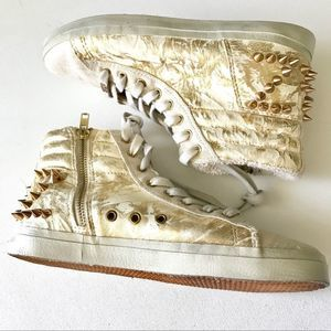 Kim & Zozi High Top Spiked Gym Shoes